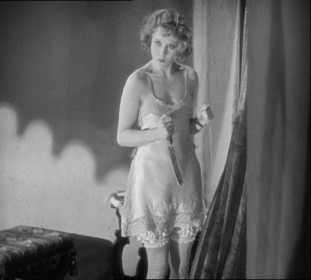 Anny Ondra plays the blonde heroine, Alice White