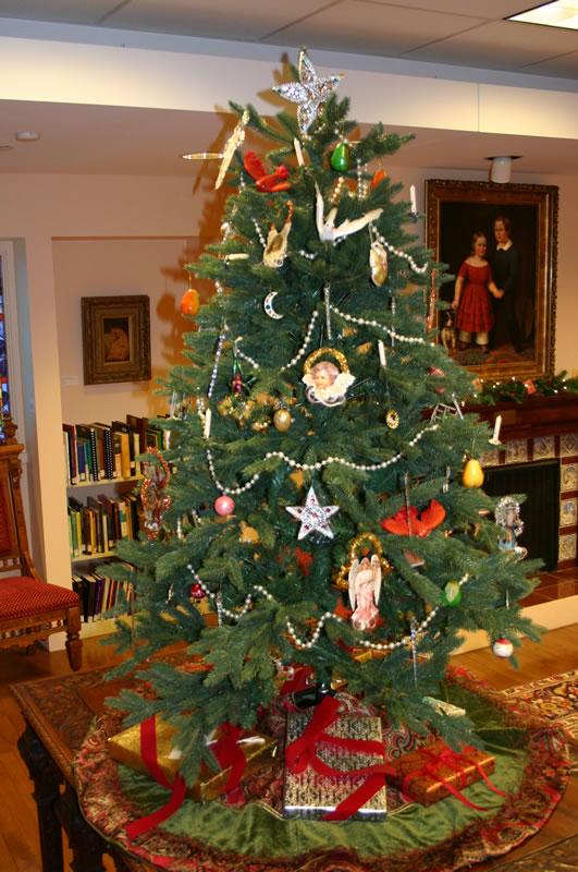 Topeka Room Victorian Tree