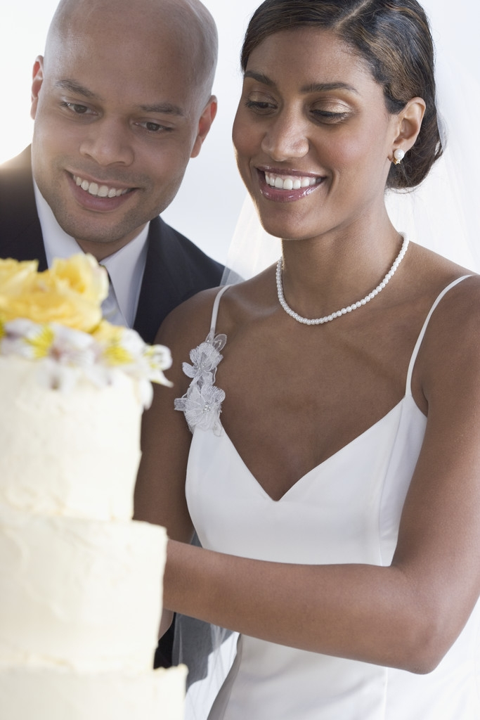 Bride & Groom (African Am) cutting cake