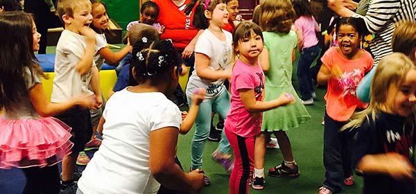 kids dancing dia 2015
