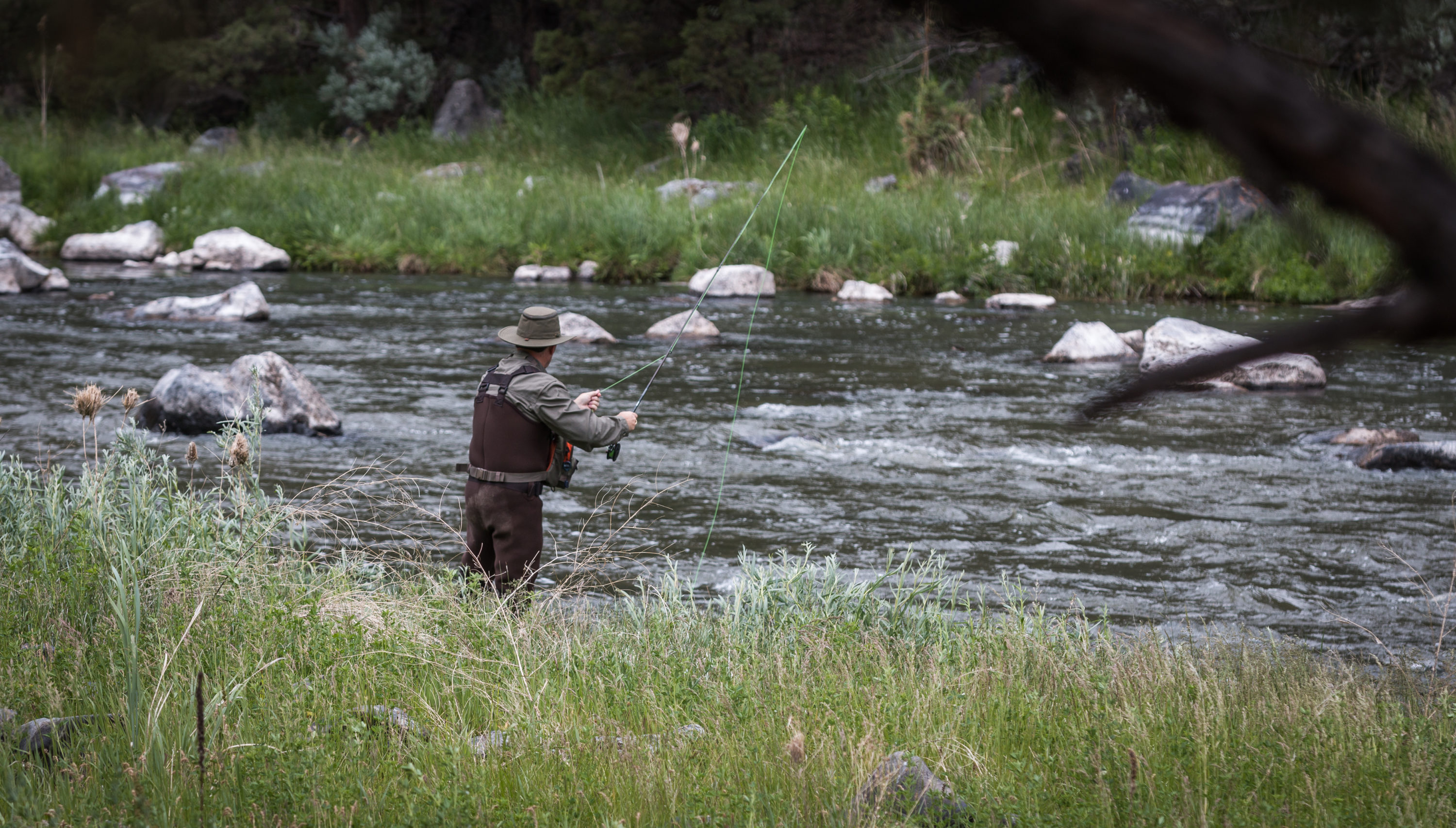 https://commons.wikimedia.org/wiki/File:Fly_fishing_on_the_Crooked_Wild_and_Scenic_River_(35617171264).jpg