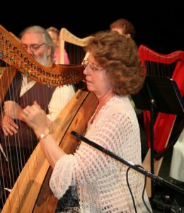 roJean Loucks & Jim Mosher palying harps